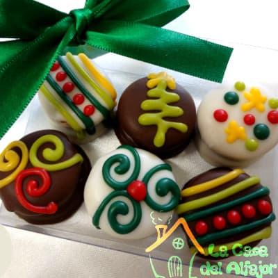 i-quiero.com - Alfajores para celebrar Navidad  - Codigo:AFN08 - Detalles: Deliciosos alfajores grandes de 6cm c/u rellenos con exquisito manjar blanco, la decoracion es en exquisita masa elastica, cada uno viene en elegante elvoltura de aluminio y la presentacion es en caja de regalo. Cantidad: 6 unidades - - Para mayores informes llamenos al Telf: 225-5120 o 476-0753.