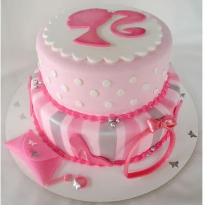 Desayunosperu.com - Torta Barbie 02 - Codigo:BRE02 - Detalles: Deliciosa torta de keke De Vainilla  , ba�ada con manjar blanco y forrada con masa elastica con medidas  1er piso de 25 cm de diametro y el 2do piso de 20 cm de diametro, todos los accesorios modelados con masa elastica. - - Para mayores informes llamenos al Telf: 225-5120 o 476-0753.