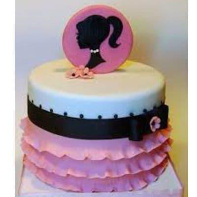 Desayunosperu.com - Torta Barbie 03 - Codigo:BRE03 - Detalles: Deliciosa torta de keke De Vainilla  , ba�ada con manjar blanco y forrada con masa elastica con medidas  de doble piso de 20cm de diametro, con accesorios modelados en masa elastica, el adorno es no comestible forrado con masa elastica. - - Para mayores informes llamenos al Telf: 225-5120 o 476-0753.