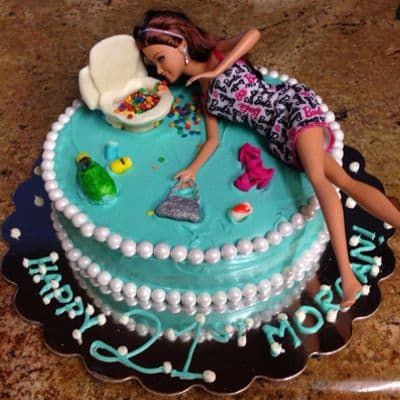 Desayunosperu.com - Torta Barbie 07 - Codigo:BRE07 - Detalles: Deliciosa torta de keke De Vainilla  , ba�ada con manjar blanco y forrada con masa elastica con medidas de 20 cm de diametro, incluuye barbie referencial, con accesorios en masa elastica - - Para mayores informes llamenos al Telf: 225-5120 o 476-0753.