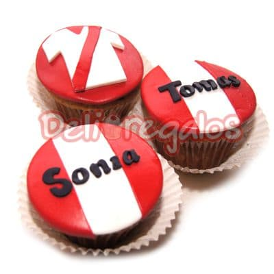 Diloconrosas.com - Cupcakes Peruanos  - Codigo:CJP13 - Detalles: 3 Deliciosos cupcakes de vainilla personlizados. - - Para mayores informes llamenos al Telf: 225-5120 o 476-0753.