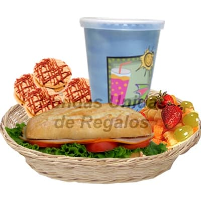 Grameco.com - Desayuno Pap� 19 - Codigo:DDP19 - Detalles: Desayuno Gourmet en cesta de mimbre que incluye: Jugo de naranja, s�ndwich de lomito ahumado en pan especial,3 palitos de ajonjoli, 4 galletas de chispa de chocolate y Ensalada de Frutas, Incluye tarjeta de dedicatoria. - - Para mayores informes llamenos al Telf: 225-5120 o 476-0753.