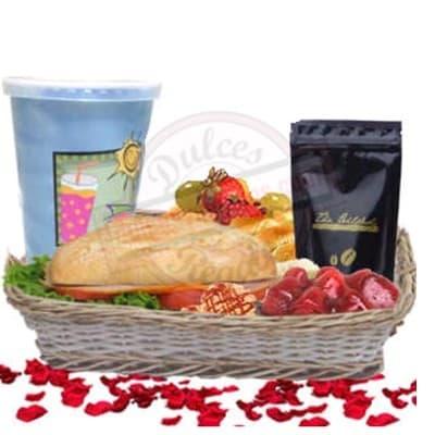 Gourmet Especial - Codigo:DMJ32 - Detalles: Cesta de mimbre conteniendo, delicioso nectar de frutas x 296ml sin preservantes, incluye ensalada de frutas, sandwich de lomito ahumado, mermelada de fresa. Y cafe especial Altomayo x 50g. - - Para mayores informes llamenos al Telf: 225-5120 o 980-660044.