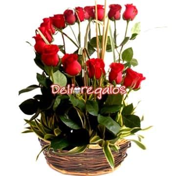 grameco.com - Arreglo de 16 Rosas Importadas - Codigo:ARL03 - Detalles: Espectacular arreglo floral compuesto por 16 rosas rojas en forma de media luna, junto a follaje de estaci�n y canasta de mimbre .  - - Para mayores informes llamenos al Telf: 225-5120 o 476-0753.
