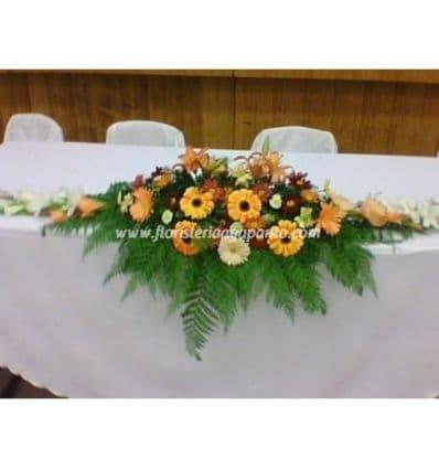 Grameco.com - Centro Largo - Codigo:AGP20 - Detalles: Elegate centro de mesa a base de flores de estacion, largo para la mesa principal, longitud de 1.2metros - - Para mayores informes llamenos al Telf: 225-5120 o 476-0753.
