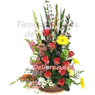 i-quiero.com - Arreglo con Flores y Rosas - Codigo:AGF21 - Detalles: Composicion Floral en base de cesta de mimbre:  8 rosas rojas importadas, gerberas, margaritas, flores y follaje de estacion.  - - Para mayores informes llamenos al Telf: 225-5120 o 476-0753.