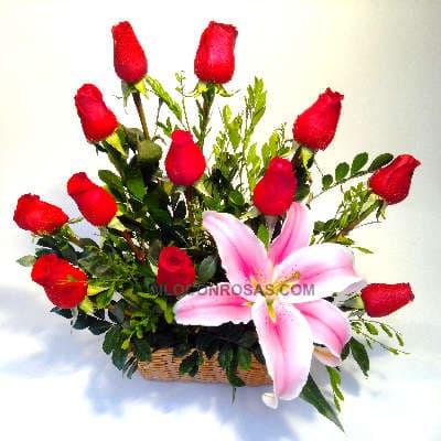 Cesta on Rosas Rojas y Lilium - Whatsapp: 980-660044