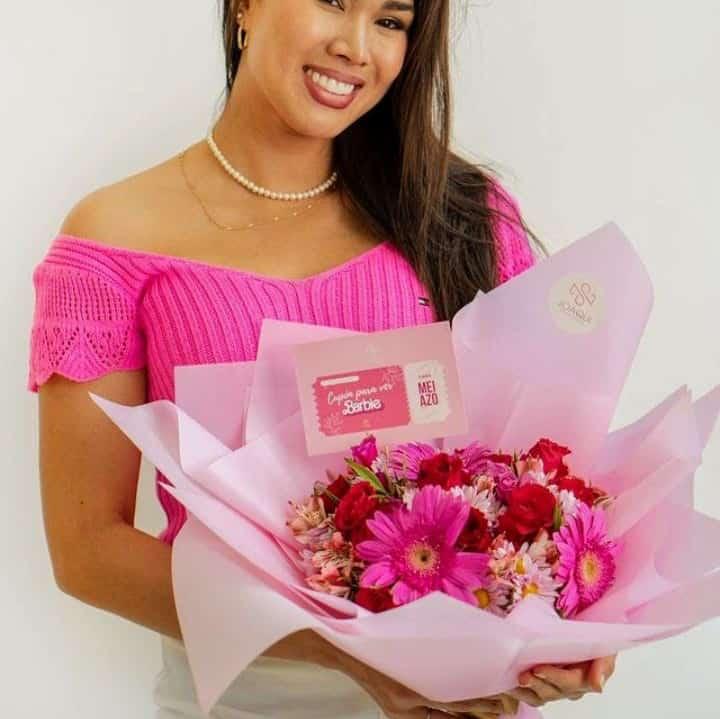 Rosas importadas en Carreta de Madera - Cod:ARL40