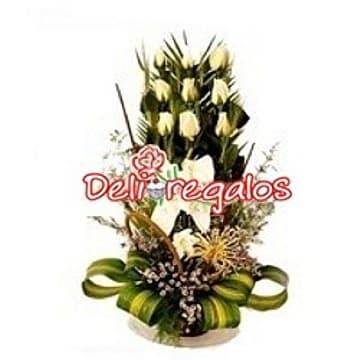 9 Rosas Blancas en Arreglo Floral - Cod:ARL49