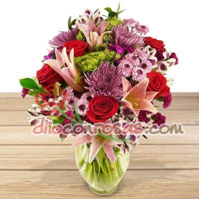 I-quiero.com - Florero Especial 61 - Codigo:ENL16 - Detalles: Florero de Vidrio conteniendo Media docena de rosas importadas, 6 liliums radiantes, flores y follaje de estacion. El presente incluye una tarjeta de dedicatoria. - - Para mayores informes llamenos al Telf: 225-5120 o 476-0753.