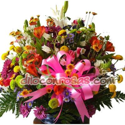 I-quiero.com - Elegancia con Flores - Codigo:ENL11 - Detalles: Gran Arreglo a base de Flores de estacion, margaritas, girasoles, liliums, botones de oro, flores y follaje de estacion. Algura de 50cm de Alto. El presente incluye una tarjeta de dedicatoria. - - Para mayores informes llamenos al Telf: 225-5120 o 476-0753.