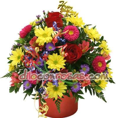 I-quiero.com - Flores Especial - Codigo:ENL23 - Detalles: Arreglo Floral en base ceramica con 3 rosas importadas, margaritas multicolor, flores y follaje de estacion. El presente incluye una tarjeta de dedicatoria. - - Para mayores informes llamenos al Telf: 225-5120 o 476-0753.