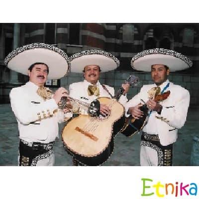 i-quiero.com - Serenata Mariachi Premium - Codigo:ETA01 - Detalles: Mariachi Mexico Lindo a base de 3 artistas, incluye mejores repertorios musicales mexicanos, servicio basico a base de 3 personajes, sombrero especial para fotos de invitados y show por 1 hora. Servicio en todo Lima y Callao - - Para mayores informes llamenos al Telf: 225-5120 o 476-0753.
