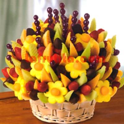 i-quiero.com - Frutero con Chocolate y Frutas Deluxe - Codigo:FCF07 - Detalles: Cesta de mimbre conteniendo arreglo de frutas frescas segun imagen. Incluye Fresas, Pi�a, Uva y Frutas de estacion. El presente viene forrado en elegante papel celofan.  - - Para mayores informes llamenos al Telf: 225-5120 o 476-0753.
