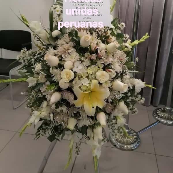 Arreglos Funebres | Corona de Flores Funeraria Blanca | Arreglo Funebre - Cod:FNB03