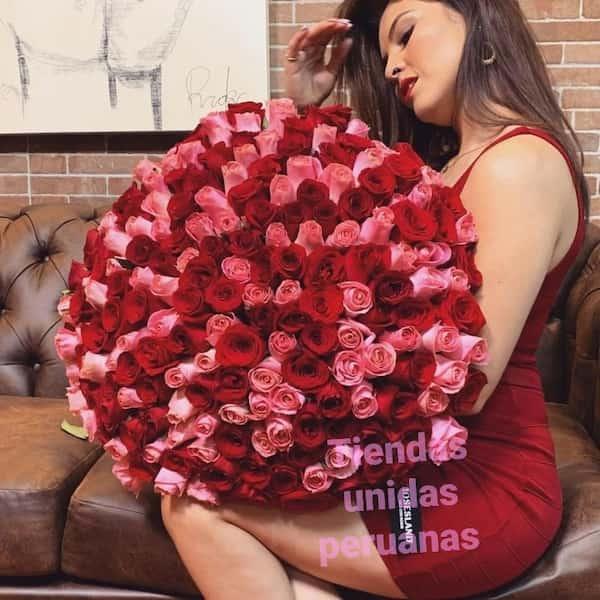 Grameco.com - Esperanza de 100 Rosas - Codigo:GCM04 - Detalles: Base de ceramica, 100 rosas importadas segun imagen. altura del arreglo de 70cm. Incluye tarjeta de dedicatoria y follaje de estaci�n. - - Para mayores informes llamenos al Telf: 225-5120 o 476-0753.