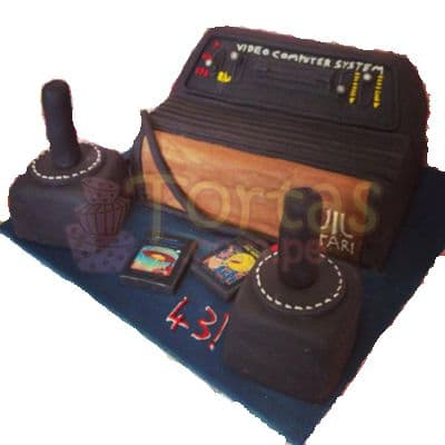 Desayunosperu.com - Torta Atari Vintage 15 - Codigo:JVD15 - Detalles: Torta hecha a base de queque De Vainilla  ,    en manjar blanco, forrado y decorado en su totalidad con masa el�stica. Mide  20 X30, mandos en queque de 10x10. Incluye toda la decoraci�n en masa el�stica. Base forrada en papel aluminio.  - - Para mayores informes llamenos al Telf: 225-5120 o 476-0753.
