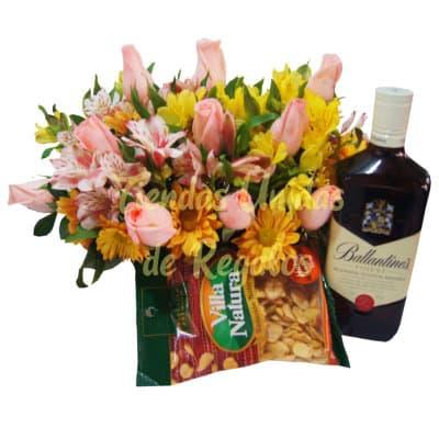 Whisky con Rosas y Piqueos | Arreglos con Licor para Hombres  - Cod:LIC19