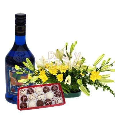 Licor de naranja, Bombones y Arreglo con Rosas  | Rosas Delivery | Arreglos con Licor - Cod:LIC22