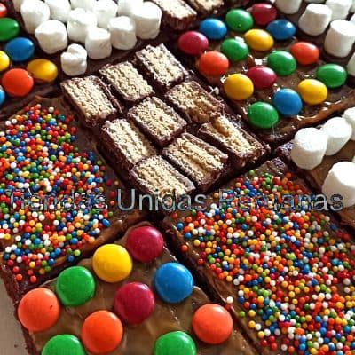 Torta Gala Maestro 12 - Codigo:MAE12 - Detalles: Deliciosa torta a base de queque De Vainilla, toda la decoracion es en masa elastica. Primer piso de 25cm de diametro. Segundo Piso, libro de 20cm x 20cm Tercer Piso, libro de 18cm x 18cm Incluye Manzana modelada y pizarras de azucar. Incluye cartelito de feliz dia, y tizas de azucar. la base es en aluminio. - No incluye masa elastica en la base. - - Para mayores informes llamenos al Telf: 225-5120 o 980-660044.