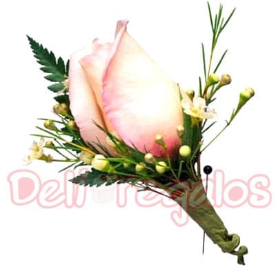 I-quiero.com - Botonier 08 - Codigo:MAM08 - Detalles: Lindo Botonier a base de 1 rosas importada. Este producto se debe ordenar con 48 horas utiles de anticipacion. - - Para mayores informes llamenos al Telf: 225-5120 o 476-0753.