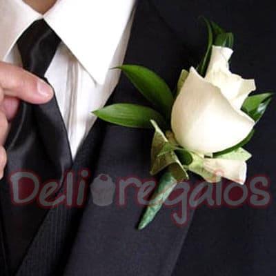 I-quiero.com - Botonier deluxe 1 rosa - Codigo:MAM09 - Detalles: Lindo Botonier a base de 1 rosas importada. Este producto se debe ordenar con 48 horas utiles de anticipacion. - - Para mayores informes llamenos al Telf: 225-5120 o 476-0753.