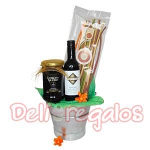Canasta Java Espa�ola - Codigo:MCN07 - Detalles: 1 caja de carton ecologico 1 bot. de vino tinto Cabernet Sauv. x 750 ml., espa�ol 1 plancha de prosciutto de pato ahumado Affumicato x 60 gr. 1 frasco de musciame de pato Affumicato x 165 gr. 1 queso Petit Camembert President x 125 gr., frances 1 frasco de jalea de aj� La Crocante 1 frasco de palmitos Cosecha de Oro x 280 gr.  - - Para mayores informes llamenos al Telf: 225-5120 o 980-660044.