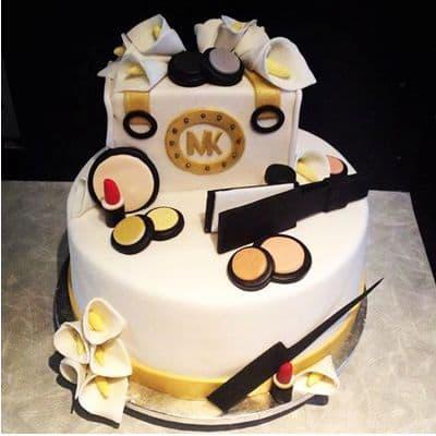 Desayunosperu.com - CARTERAS MK08 - Codigo:MMK08 - Detalles: Deliciosa torta de keke De Vainilla  ba�ada con manjar blanco y forrada con masa elastica con medidas de1er piso de 20 cm de diametro y 2do piso de 10 x 10 cm , con accesorios en material no comestibles forrados en masa elastica - - Para mayores informes llamenos al Telf: 225-5120 o 476-0753.