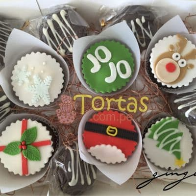 i-quiero.com - Cupcakes con tema Navidad - Codigo:NAC09 - Detalles: 6 Muffins de vainilla decorados totalmente con masa el�stica - - Para mayores informes llamenos al Telf: 225-5120 o 476-0753.