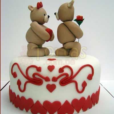 Desayunosperu.com - Enamorados 04 - Codigo:NMR04 - Detalles: Deliciosa torta de keke De Vainilla ba�ada con manjar y forrada con masa elastica de Medida: de 20 cm diametro,decoracion seg�n imagen, base forrado en papel de aluminio. - - Para mayores informes llamenos al Telf: 225-5120 o 476-0753.