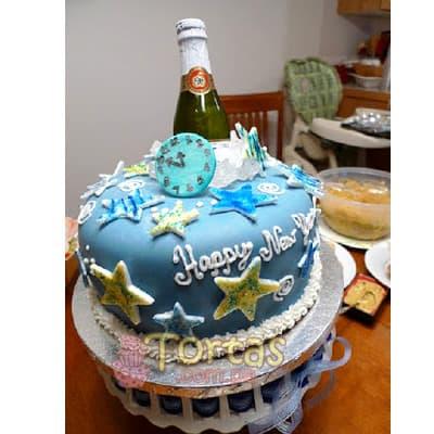 I-quiero.com - Torta Nuevo 03 - Codigo:NYR03 - Detalles: Delicioso keke De Vainilla ba�ado con manjar blanco y forrado con masa elastica.  Incluye decoracion segun imagen Tama�o:20cm de dimaetro. Incluye espumante queirolo dentro de la torta. - - Para mayores informes llamenos al Telf: 225-5120 o 476-0753.