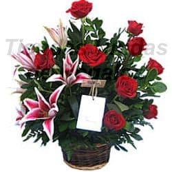 Grameco.com - Arreglo Berenice - Codigo:OFE01 - Detalles: Hermosa maseta de cer�mica grande con 9 rosas importadas y 6 imponentes liliums jaspeados con follaje de estaci�n.  - - Para mayores informes llamenos al Telf: 225-5120 o 476-0753.