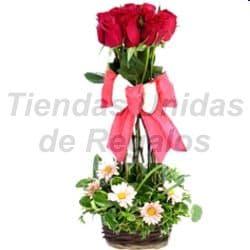 Grameco.com - Topiario de rosas - Codigo:OFE06 - Detalles: Arreglo compuesto por 6 rosas importadas dispuestas en topiario con un hermoso lazo rustico que le da el toque de ternura al detalle. - - Para mayores informes llamenos al Telf: 225-5120 o 476-0753.
