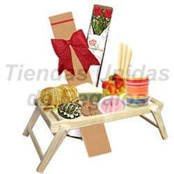 Desayuno en Bandeja de madera y Rosas - Cod:OFE07