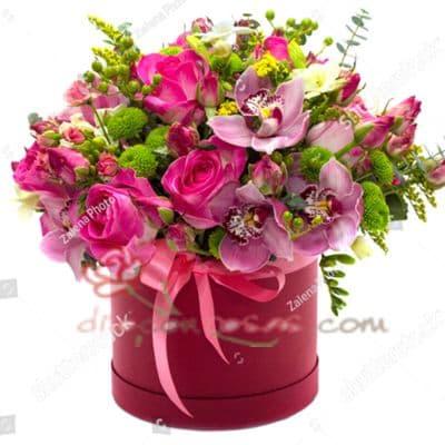 Diloconrosas.com - Sombrerera Multicolor - Codigo:SBA06 - Detalles: Arreglo especial con rosas y liliums segun imagen. incluye 4 rosas y flores multicolores - - Para mayores informes llamenos al Telf: 225-5120 o 476-0753.
