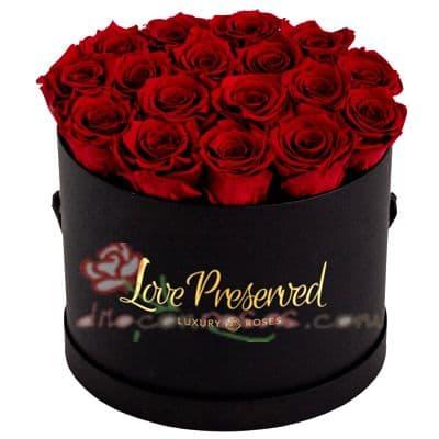 Diloconrosas.com - Sombrerera Top Rosas - Codigo:SBA10 - Detalles: Arreglo especial con rosas y liliums segun imagen. Incluye 20 rosas - - Para mayores informes llamenos al Telf: 225-5120 o 476-0753.