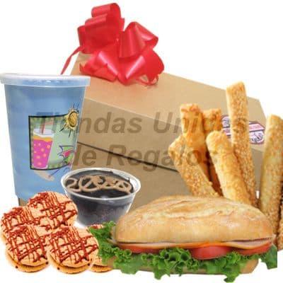 I-quiero.com - Valentin 01  - Codigo:SDV01 - Detalles: Elegante caja de regalo en acabado color madera, material 100% ecologico y biodegradable. 1 s�ndwich de lomito ahumado especial en pan croissant, lechuga hidroponica tomate.  1 Frugos de 235ml, totalmente libre de preservantes. 4 Galletitas de chispas de chocolate 3 palitos de ajonjoli 1 Postre de tres leches Juego  de Cubiertos acr�licos Tarjeta de dedicatoria  - - Para mayores informes llamenos al Telf: 225-5120 o 476-0753.