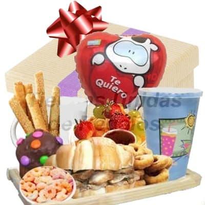 I-quiero.com - Desayuno Valentin 16 - Codigo:SDV16 - Detalles: Elegante caja de regalo en acabado color madera, material 100% ecologico y biodegradable conteniendo:  1 s�ndwich de lomito ahumado especial en pan croissant, lechuga hidroponica tomate 1 Cafe especial pasado gota a gota 1 Ensalada de frutas  1 Frugos de 235ml, totalmente libre de preservantes. 1 Porci�n de cereales  1 Porci�n de yogurt  6 palitos de queso 1 Postre de chocolate 1 Delicioso muffin decorado con grageas y lentejita de chocolate  1 Lindo globo met�lico de 20 cm con mensaje TE QUIERO Juego de cubiertos acr�licos, individual decorativo Tarjeta dedicatoria   - - Para mayores informes llamenos al Telf: 225-5120 o 476-0753.