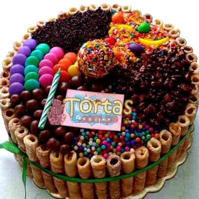 Tortas.com.pe - Torta Candy 02 - Codigo:TAA02 - Detalles: Espectacular torta a base de keke De Vainilla ba�ado con manjar . Contiene dulces segun imagen bastones dulces a los costados y caramelos surtidos en la parte superior. Tama�o de la torta: 15cm de diametro  - - Para mayores informes llamenos al Telf: 225-5120 o 476-0753.