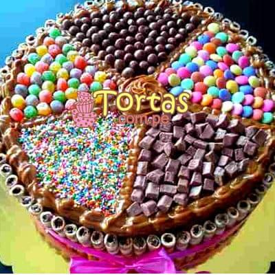 Tortas.com.pe - Torta Candy 03 - Codigo:TAA03 - Detalles: Espectacular torta a base de keke De Vainilla ba�ado con manjar . Contiene dulces segun imagen bastones dulces a los costados y caramelos surtidos en la parte superior. Tama�o de la torta: 25cm de diametro  - - Para mayores informes llamenos al Telf: 225-5120 o 476-0753.