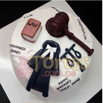 Desayunosperu.com - Torta Abogado 08 - Codigo:TAG08 - Detalles: Torta hecha a base de queque De Vainilla  ,    en manjar blanco, forrado y decorado en su totalidad con masa el�stica. Mide 20 cm. De di�metro. Base forrada en masa el�stica.  - - Para mayores informes llamenos al Telf: 225-5120 o 476-0753.