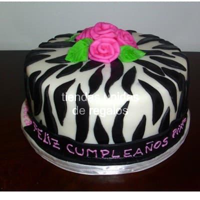 Deliregalos.com - Torta Animal Print 10 - Codigo:TAP10 - Detalles: Deliciosa torta de keke De Vainilla, ba�ado con manjar blanco y forrado con masa el�stica. La medida es de 25cm de diametro. Rinde aproximadamente 25 porciones. - - Para mayores informes llamenos al Telf: 225-5120 o 476-0753.