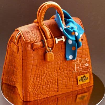 I-quiero.com - TORTA CARTERA 49 - Codigo:TCM49 - Detalles: Deliciosa torta de keke De Vainilla  ba�ada con manjar blanco y forrada con masa elastica con medidas de 15x 15cm  - - Para mayores informes llamenos al Telf: 225-5120 o 476-0753.