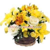 Arreglo de Rosas y Flores Amarillas. - Cod:VAT02
