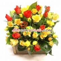 i-quiero.com - Arreglo con 10 Rosas Importadas - Codigo:VAT10 - Detalles: Espectacular Arreglo Conformado por 10 imponentes Rosas Importadas de color rojo, 10 rosas amarillas, astromelias en tonos amarillos, iris y margaritas.  El arreglo viene en una fina base de ceramica cubierta con un delicado papel de ceda y adornada por una soguilla rustica.  - - Para mayores informes llamenos al Telf: 225-5120 o 476-0753.