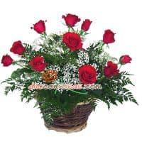 i-quiero.com - Arreglo de Rosas con 11 Rosas - Codigo:VAT12 - Detalles: Arreglo compuesto por 11 finas Rosas importadas follaje y flores de estacion.  El arreglo viene en una fina base de ceramica cubierta con un delicado papel de ceda y adornada por una soguilla rustica. El arreglo tiene una altura de 50cm. y viene con una elegante tarjeta de dedicatoria. - - Para mayores informes llamenos al Telf: 225-5120 o 476-0753.