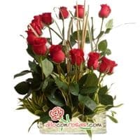 i-quiero.com - Arreglo de Rosas para Regalos - Codigo:VAT20 - Detalles: Elegante composicion floral a base de: 12 Rosas finas rosas importadas de tallo largo, flores y follaje de estacion.    El arreglo viene en una fina base de ceramica cubierta con un delicado papel de ceda y adornada por una soguilla rustica. El arreglo tiene una altura de 60cm. y viene con una elegante tarjeta de dedicatoria. - - Para mayores informes llamenos al Telf: 225-5120 o 476-0753.