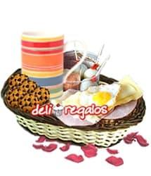 i-quiero.com - Desayuno por 14 de Febrero - Codigo:VLN06 - Detalles: Cesta conteniendo: Taza ceramica con cafe personal, infusiones de te,manzanilla, y anis, 2 sachets de azucar, 4 huevos de codorniz y deliciosa salsa golf, pan de semillas especial con jamon, queso y huevo frito de codorniz, 4 galletas de chispas de chocolate, juego de cubiertos, individual, tarjeta de dedicatoria. - - Para mayores informes llamenos al Telf: 225-5120 o 476-0753.