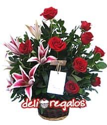 i-quiero.com - Rosas y Liliums para 14 de Febrero - Codigo:VLN16 - Detalles: Hermosa cesta con 9 rosas importadas y 6 imponentes liriums jaspeados con follaje de estaci�n. - - Para mayores informes llamenos al Telf: 225-5120 o 476-0753.