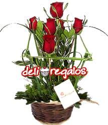 i-quiero.com - Arreglo de Rosas por San Valentin - Codigo:VLN19 - Detalles: Hermosa Cesta  con un ramillete de 5 rosas importadas rodeadas de un cerco rustico. 50cm de alto - - Para mayores informes llamenos al Telf: 225-5120 o 476-0753.
